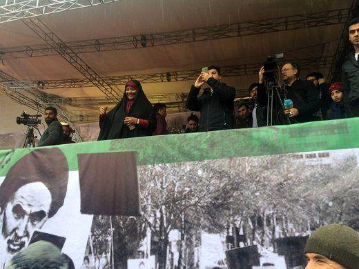 مجری آمریکاییتبار صداوسیما در راهپیمایی ۲۲ بهمن + عکس