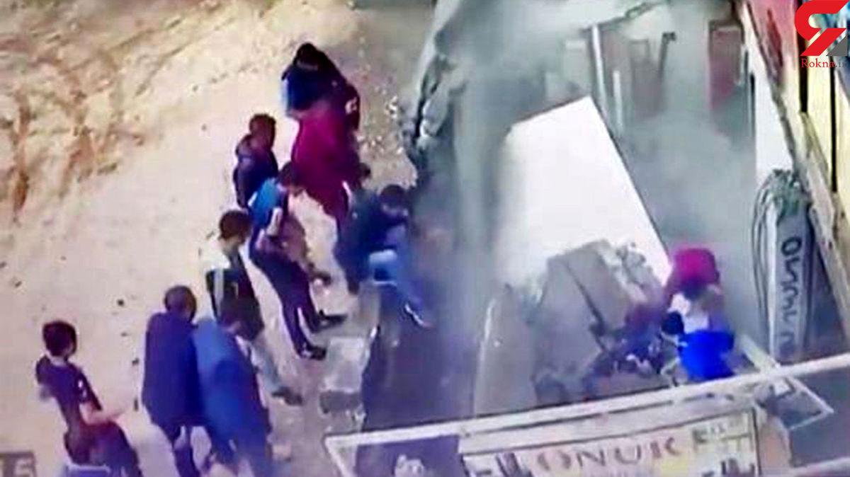 حادثه ای عجیب برای دو زن در خیابان های ترکیه + عکس