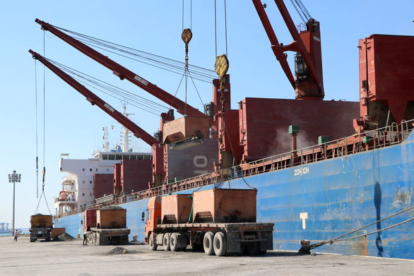 صادرات ۴۸ هزار تُن سیمان از قشم به کشور امارات